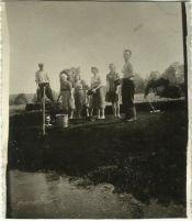 Kopanie torfu na Patkowskich łąkach, na zdjęciu widoczny min. Henryk Gmitruk wewnątrz torfiarki