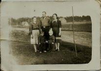 Patków 1962. Od lewej: Irena Gmitruk z d. Szupiluk, Bronisław Raczuk i Janina Raczuk z d. Gmitruk, na dole Zygmuś Gmitruk, Wojtuś Raczuk,