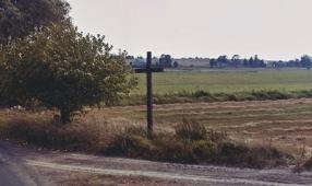 """Krzyż na drodze do Myszkowic, """"za strumykiem, koło Iwaniuka"""""""