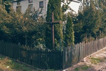 Krzyz we wsi na posesji Karola Norwy