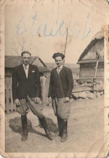 Od lewej- Stanisław Gil, ur. 1919 r., Henryk Gmitruk, ur. 1920 r.