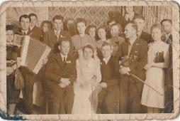 Niemojki, rok 1942 - wesele Feliksa Derkacza z Reginą Głuchowską, drużba Michał Tomaszuk.