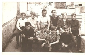 Szkoła Podstawowa w Patkowie. Kierownik lub dyr Krzesiński. Klasa VI lub VII rok 1970 lub 1971.
